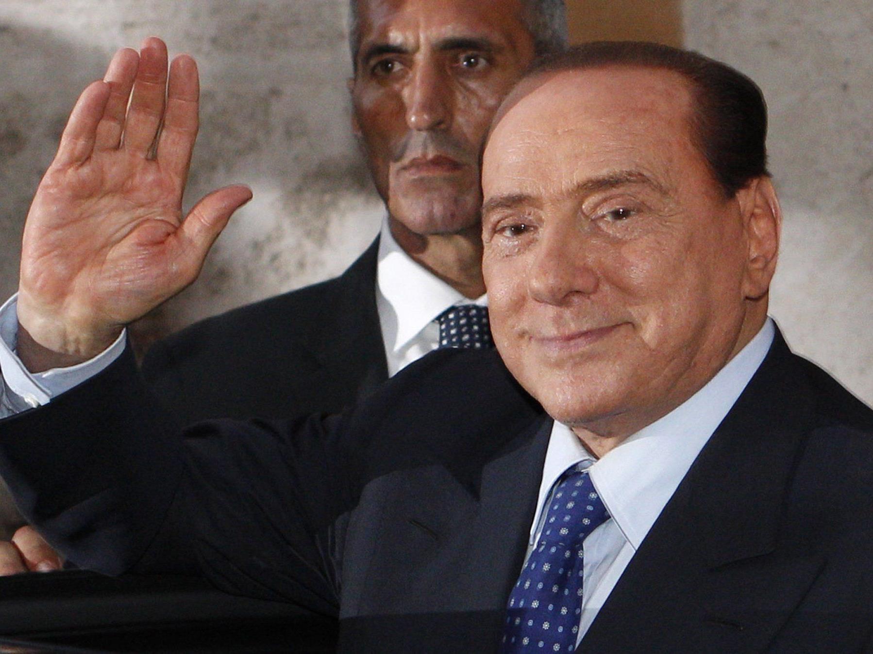 Über Silvio Berlusconis Senatorenposten wird erst im Oktober entschieden.