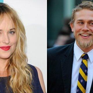 """Dakota Johnson und Charlie Hunnam spielen die Hautprollen in """"50 Shades of Grey""""."""