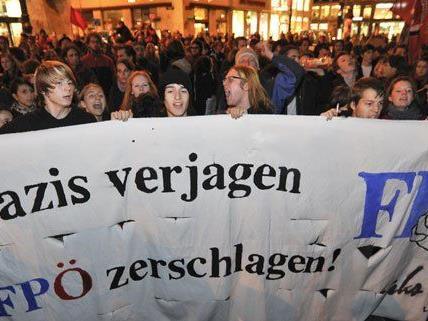 Bereits beim FPÖ-Wahlkampfabschluss im Jahr 2010 kam es am Stephansplatz zu Demonstrationen gegen die Partei.