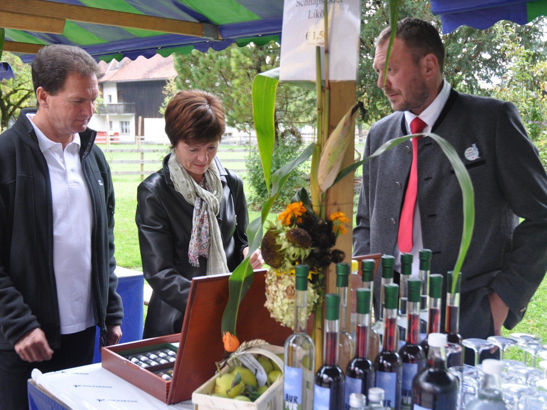 Beim traditionellen Röthner Dorfmarkt werden viele regionale Schmankerl angeboten.