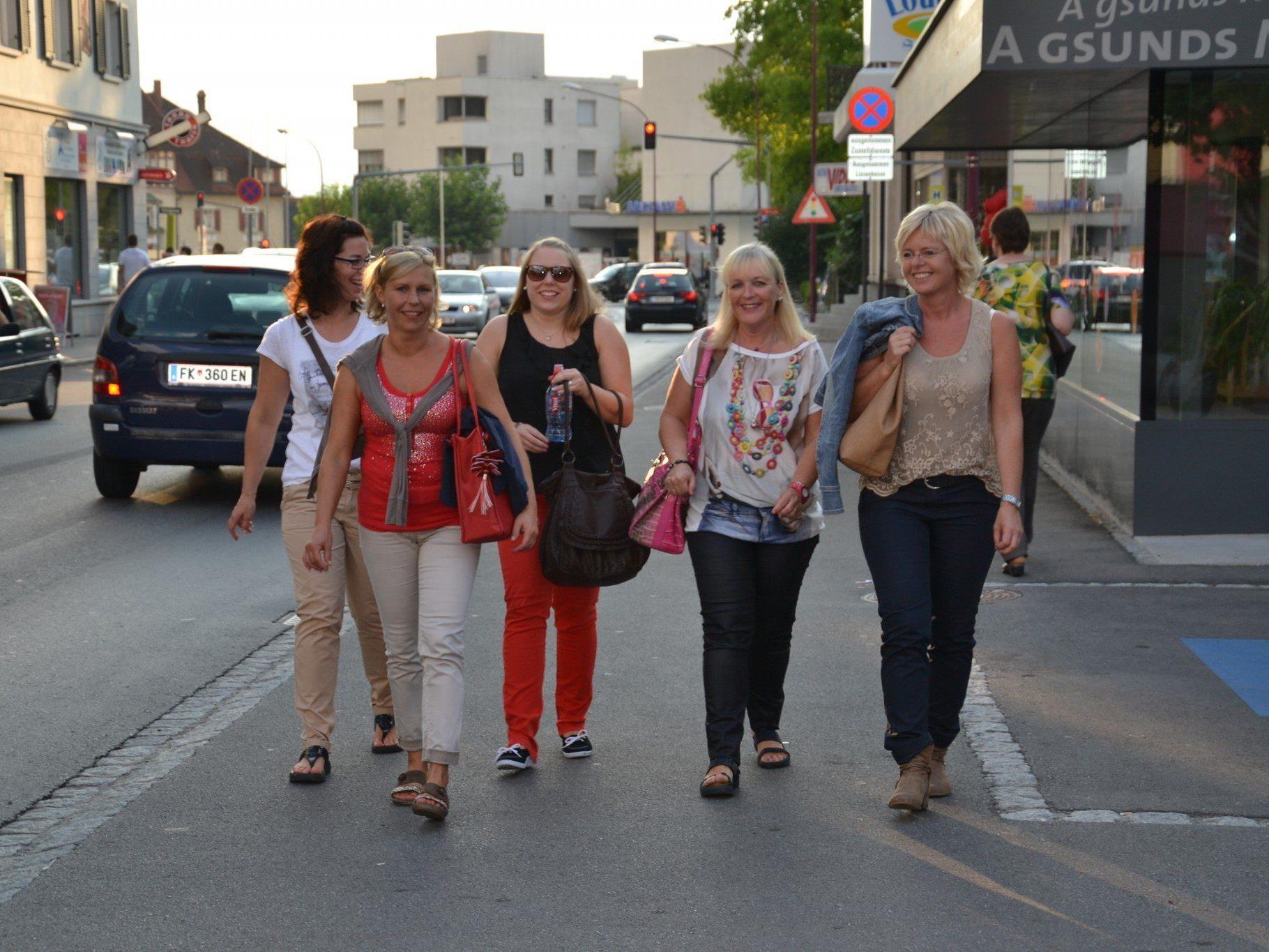 Das Zentrum von Götzis verwandelte sich in der Lifestyle- und Modenacht in eine große Flanierzone