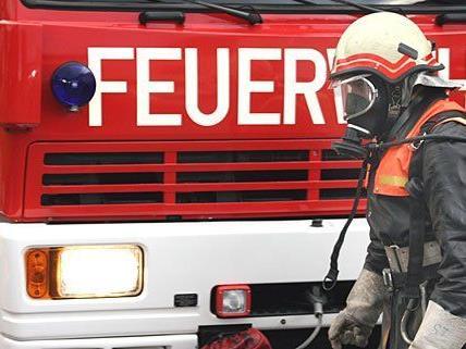 Die Feuerwehr musste einen brennenden Müllwagen löschen
