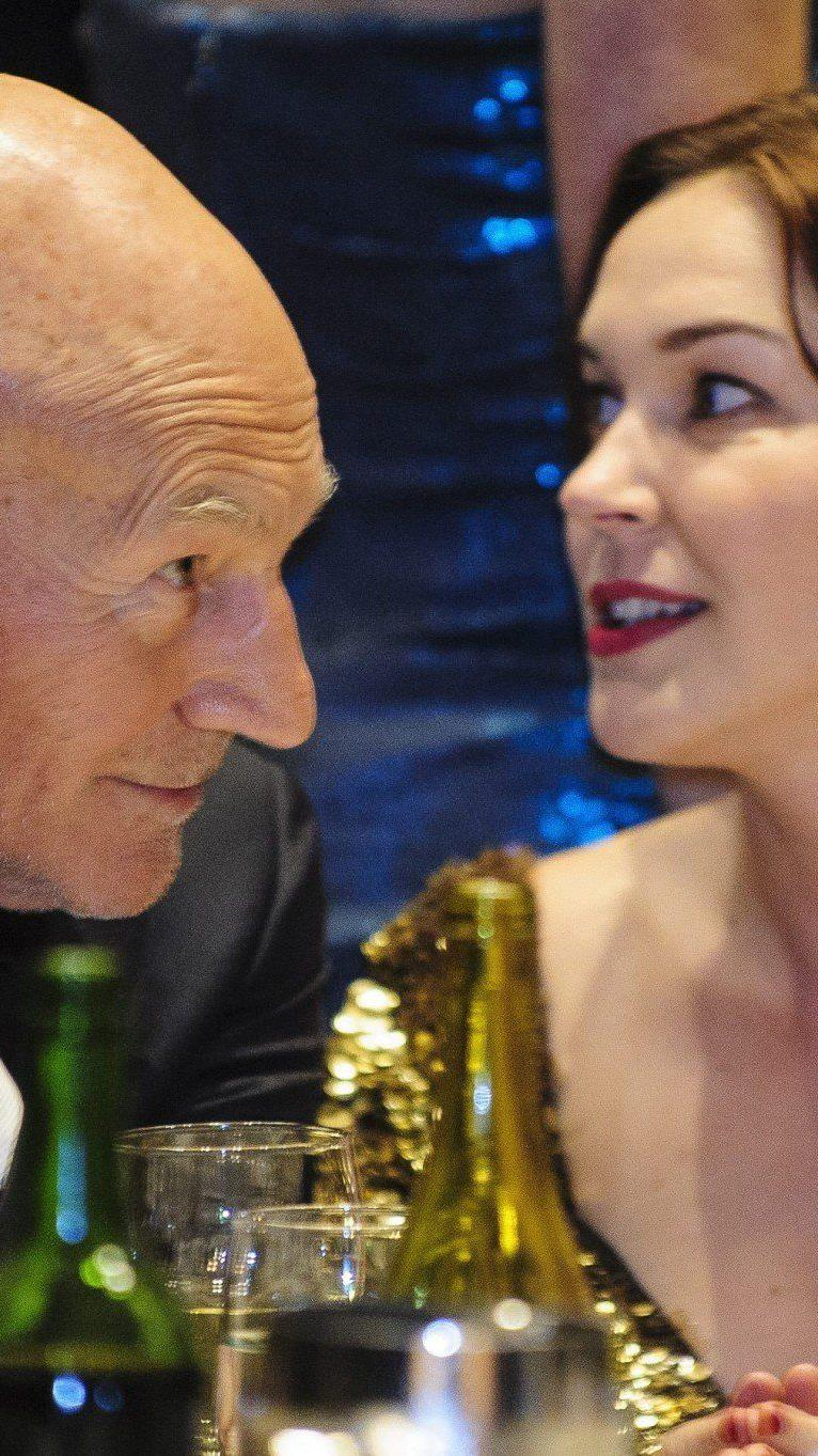 Patrick Stewart (73) mit Sunny Ozell.