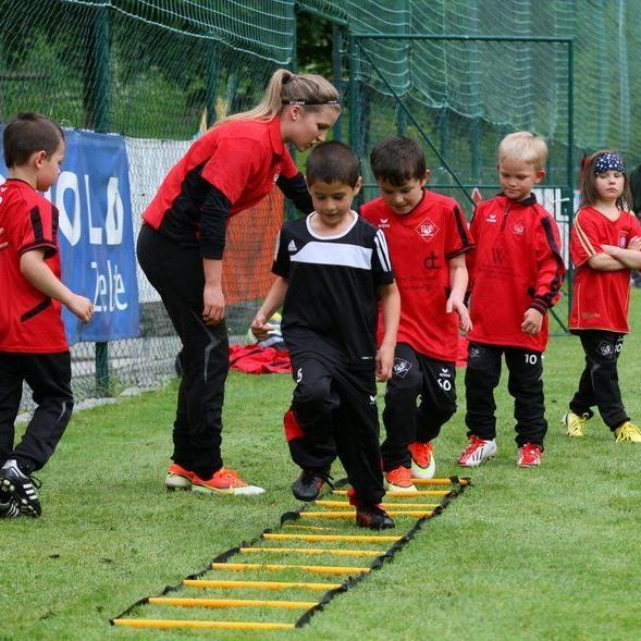 Die jüngsten Kids werden von Elis Eiler und Stefanie Schilcher betreut, der Spaßfaktor steht auf Platz 1.