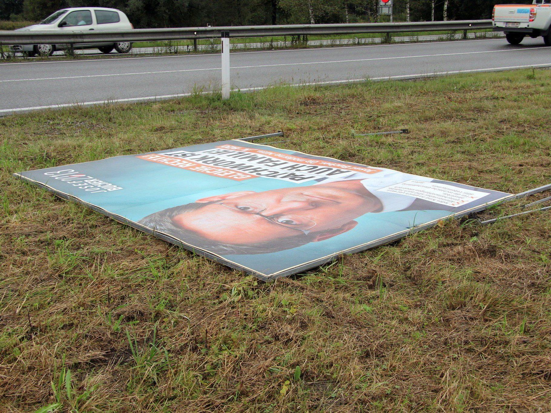 Außerorts und zu nahe am Kreisverkehr: Die Aufstellung des Plakates entsprach nicht den Auflagen.