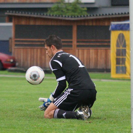 Langenegg Goalie Rene Joppi musste vier Mal den Ball aus dem eigenen Kasten nehmen.
