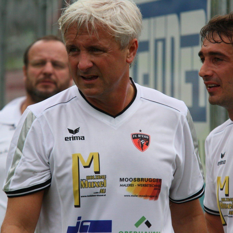 Heinz Fuchsbichler und Dietmar Berchtold spielten bei der Promiauswahl in Bizau und machten eine gute Figur.