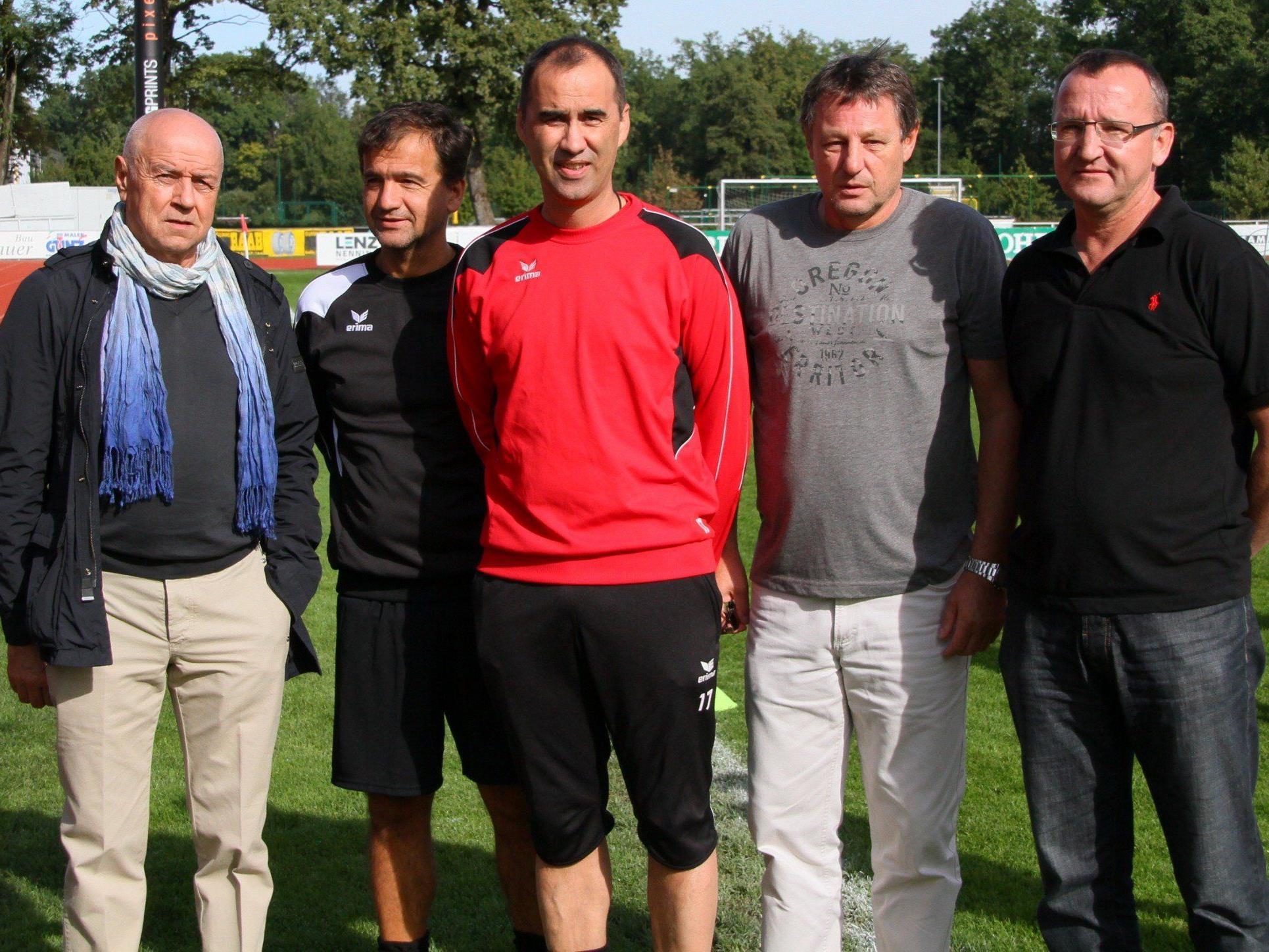 Amtsantritt am Sonntag vormittag auf der Birkenwiese für Neocoach Peter Jakubec.