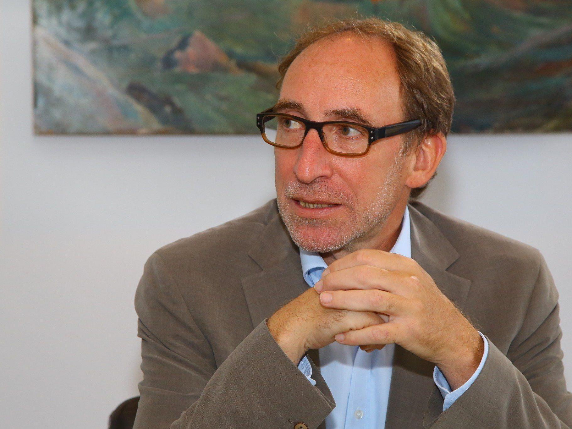 Johannes Rauch zieht sich für sechs Wochen aus politischem Geschäft zurück .