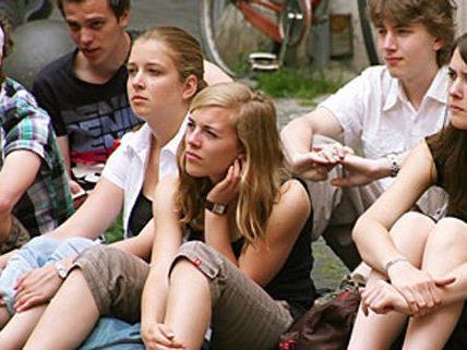 Obwohl das Thema Politik eher uninteressant ist, werden mehr als drei Viertel der Jugendlichen zur Wahl gehen.