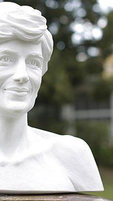 Das Denkmal für die 1997 tödlich verunglückte britische Prinzessin Lady Diana in Wien