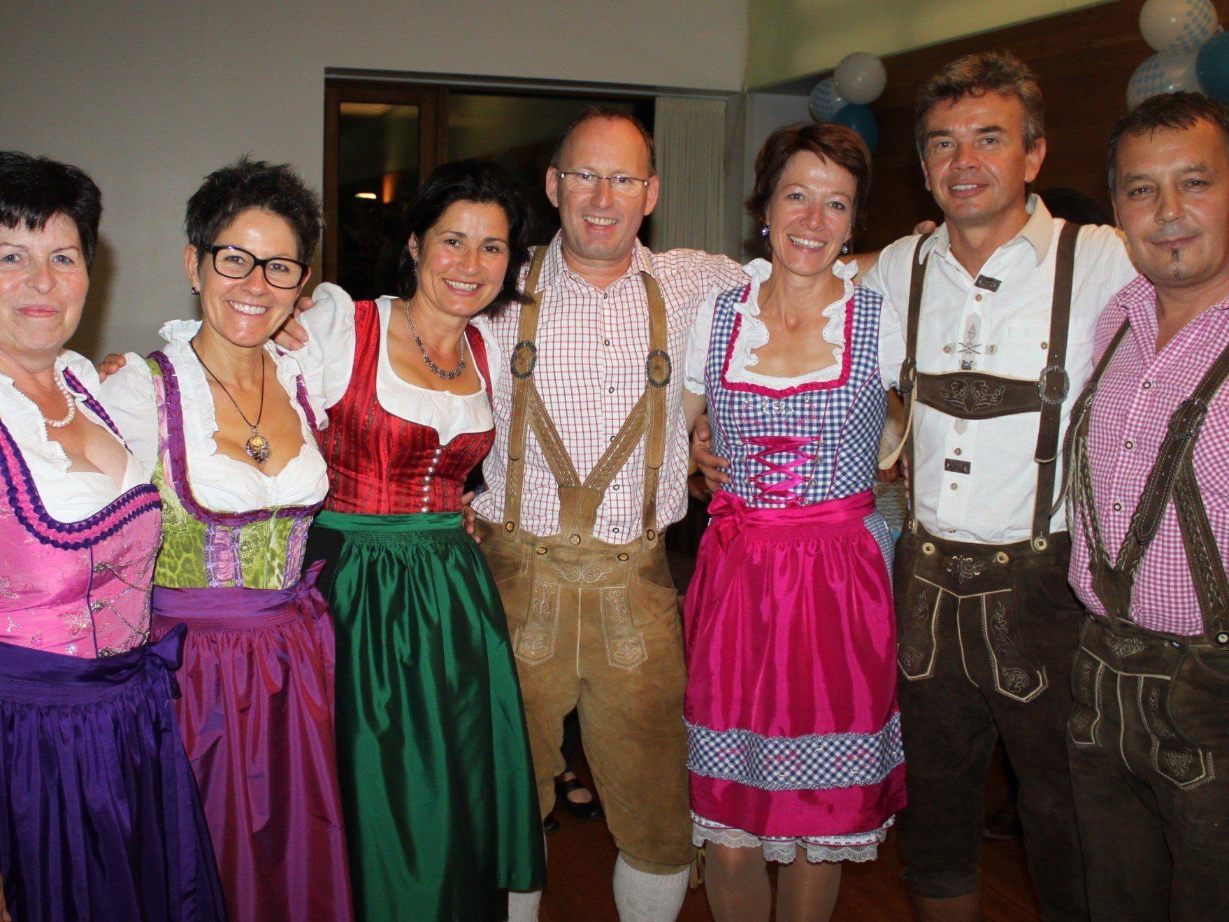 """Im Dirndl oder mit der Lederhosn geht es am Wochende zum """"Oktoberfest"""" in Lochau."""