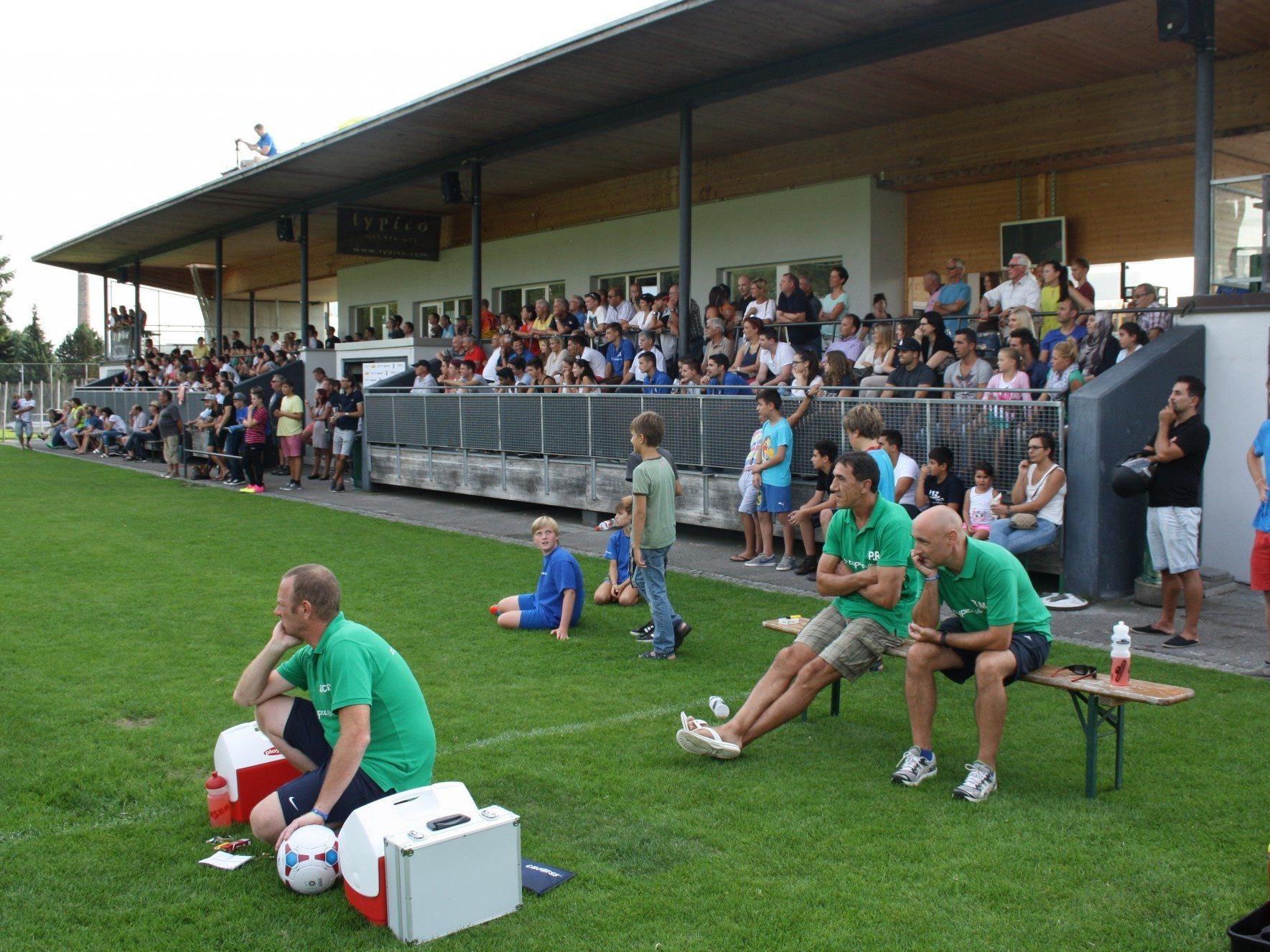Trotz Sieg konnten die Lochauer Betreuerbank und die zahlreichen Zuschauer mit dem 1:0 nicht ganz zufrieden sein.