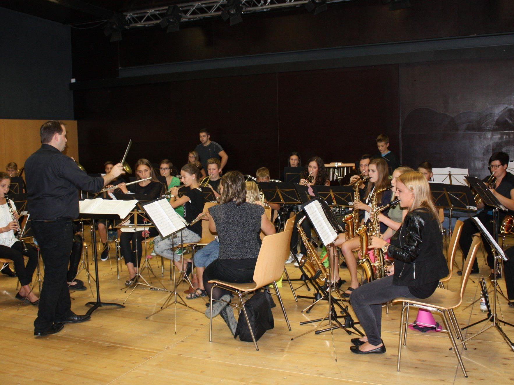 Tolles Abschlusskonzert der Musikvereinsjugend aus Lochau, Möggers, Hohenweiler und Eichenberg unter der Leitung von Kapellmeister Matthias Walser.