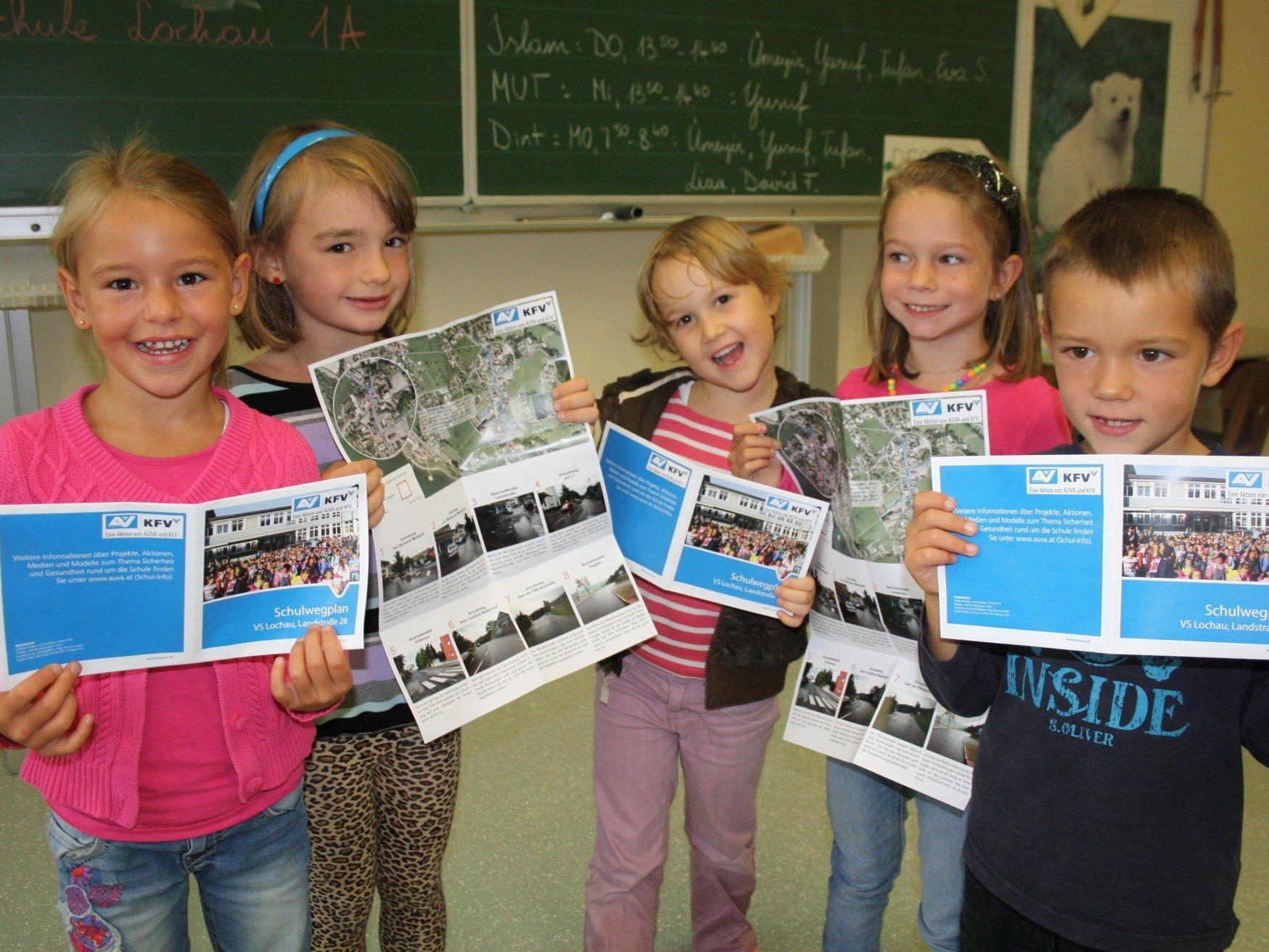 Neuer Schulwegplan für die Erstklässler der Volksschule Lochau und deren Eltern als wichtiger Begleiter für den sicheren Schulweg