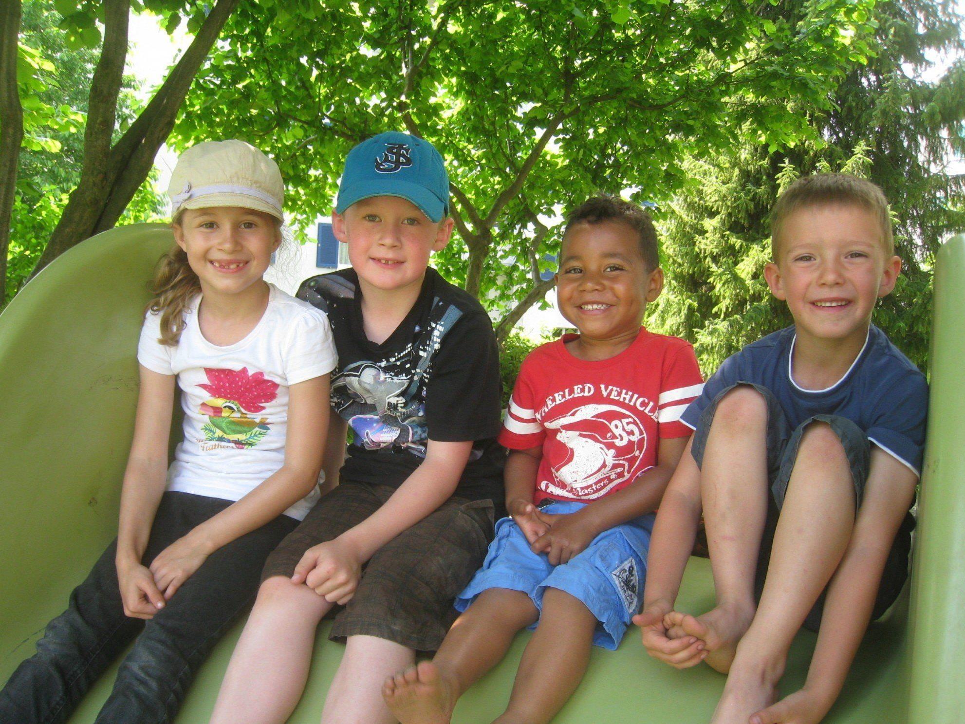 """Wo der """"Spielebus"""" auf seiner Reise durch Vorarlberg Station macht, ist für Kinder jede Menge Spaß angesagt."""