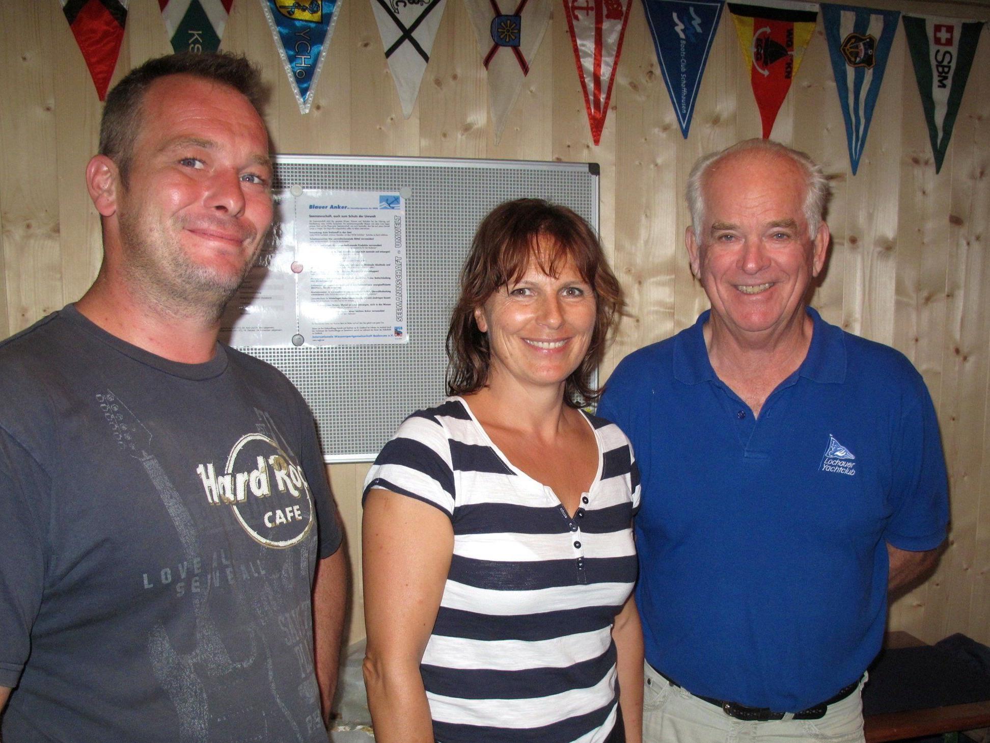 Siegerfoto von links nach rechts: 1. Markus Hehle, 4. Irmgard Erath von der Damencrew und 2. Peter Seidl.