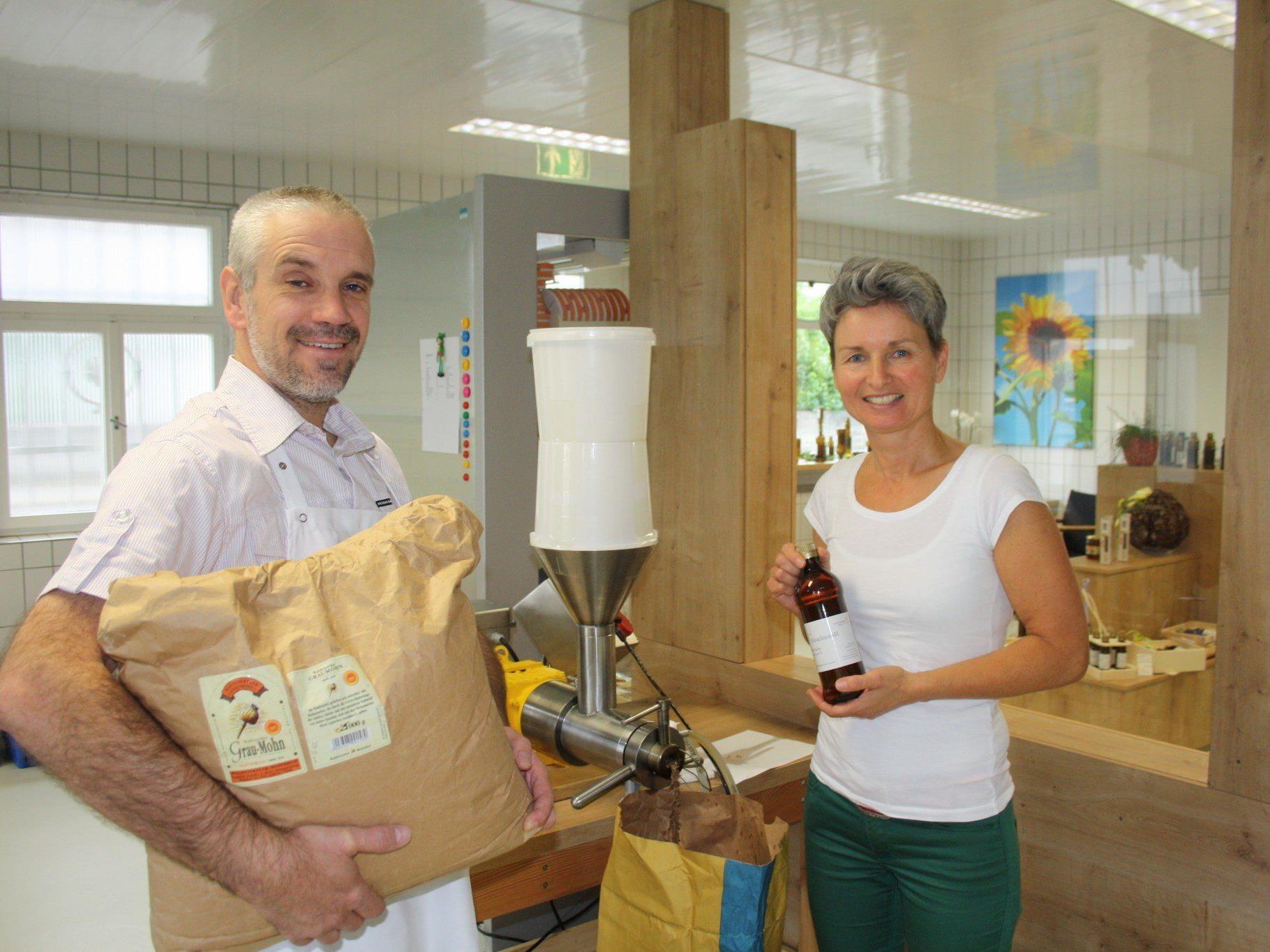"""Barbara und Christian Sailer laden am Samstag von 8 bis 12 Uhr zur offiziellen Eröffnung der """"Ölmühle Sailer"""" und des """"Alma Käslädele"""" in Lochau."""