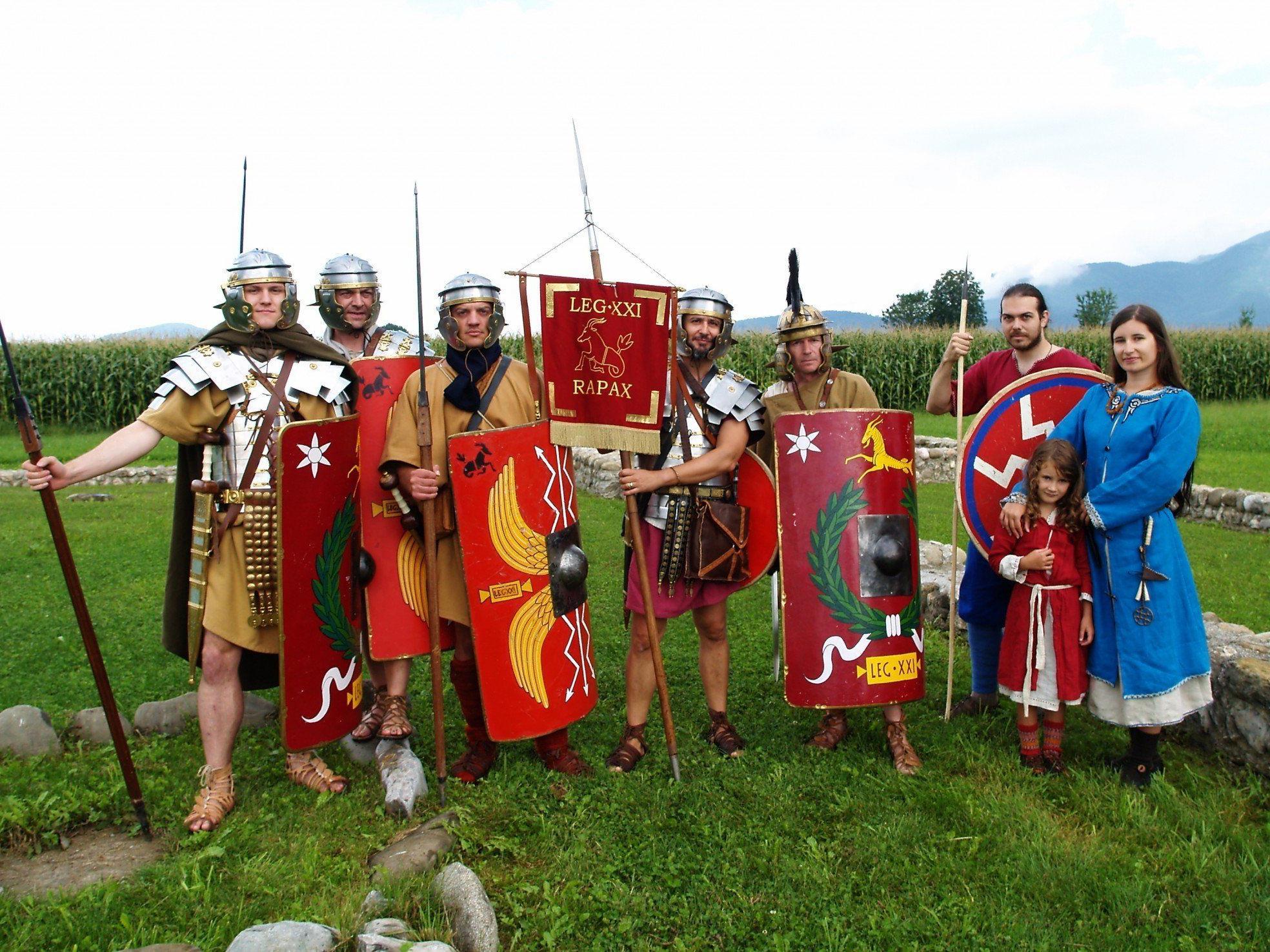 Die römischen Legionäre und eine Alamannen Gruppe sorgten im Freiluftmuseum für Begeisterung.