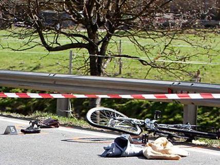 Bei einem schweren Unfall wurde ein Radfahrer getötet