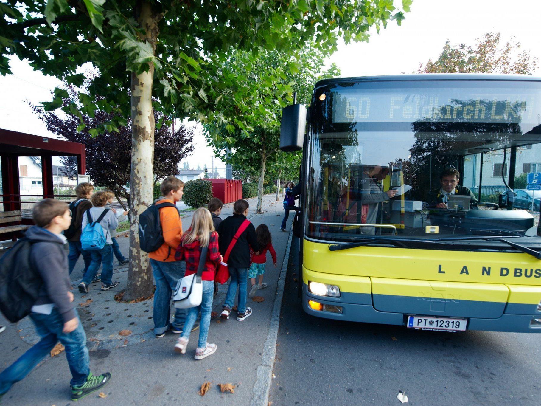 Extrabusse bringen täglich tausende SchülerInnen pünktlich zur Schule.