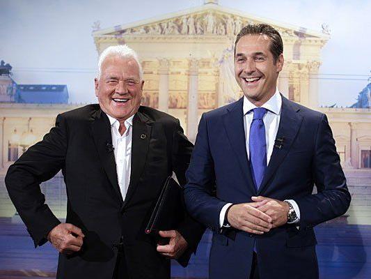 Fröhlichkeit und Einigkeit bei Team Stronach Spitzenkandidat Frank Stronach (L) und FPÖ-Chef Heinz-Christian Strache