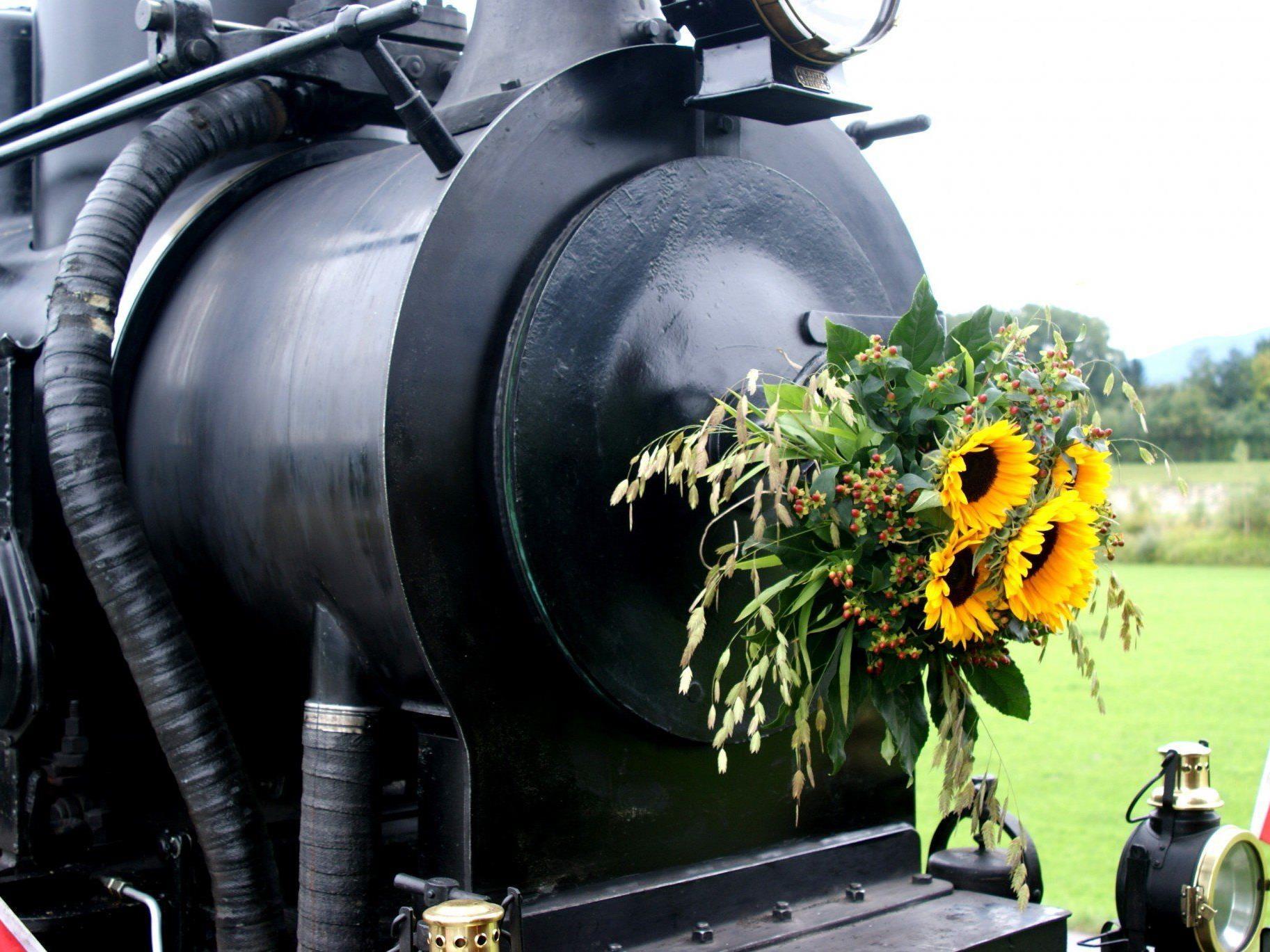 Mit Dampf und Sonnenblumen auf große Fahrt!