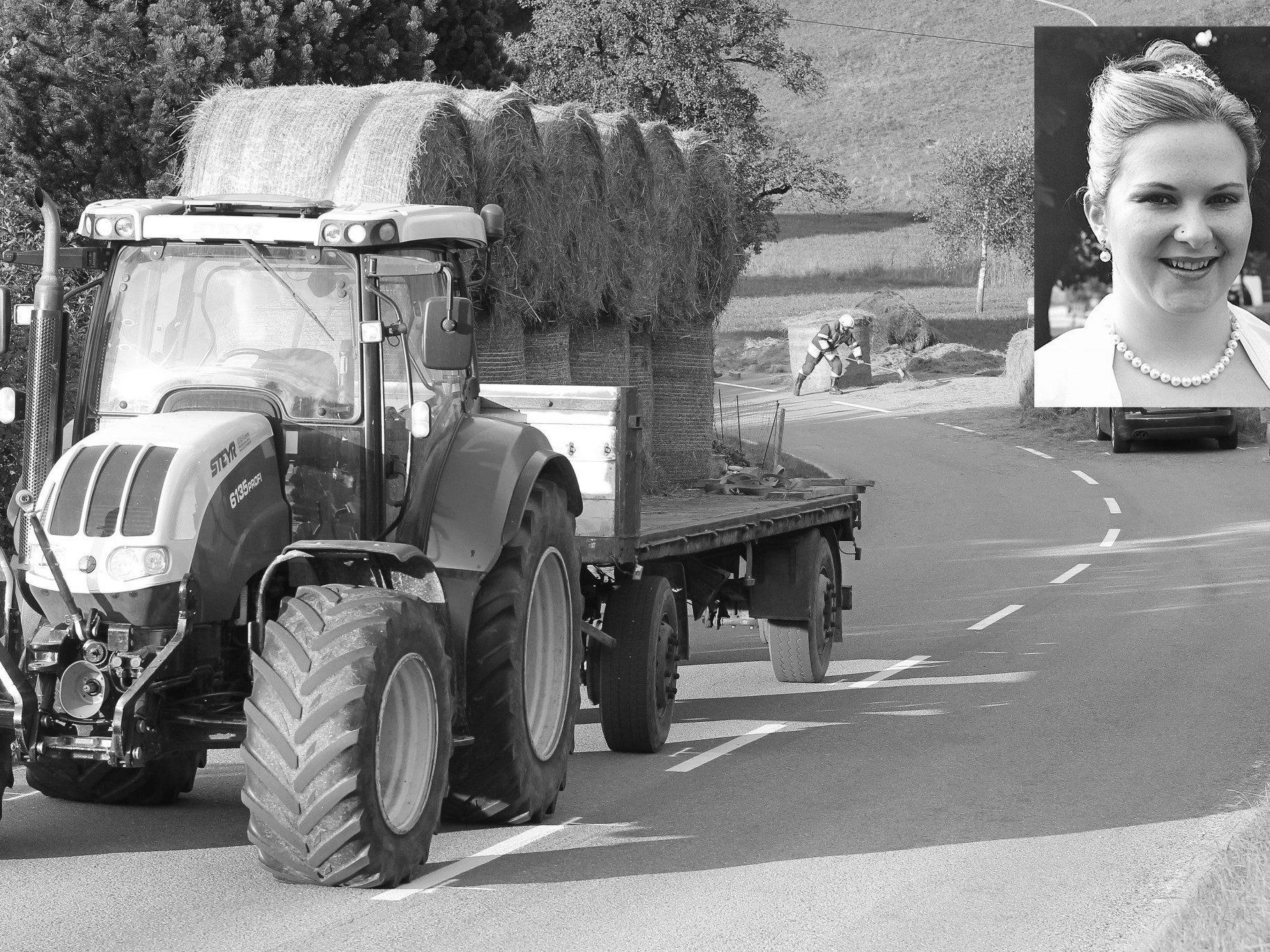 Die Familie der Verstorbenen bittet um Rücksicht auf den Traktorlenker.