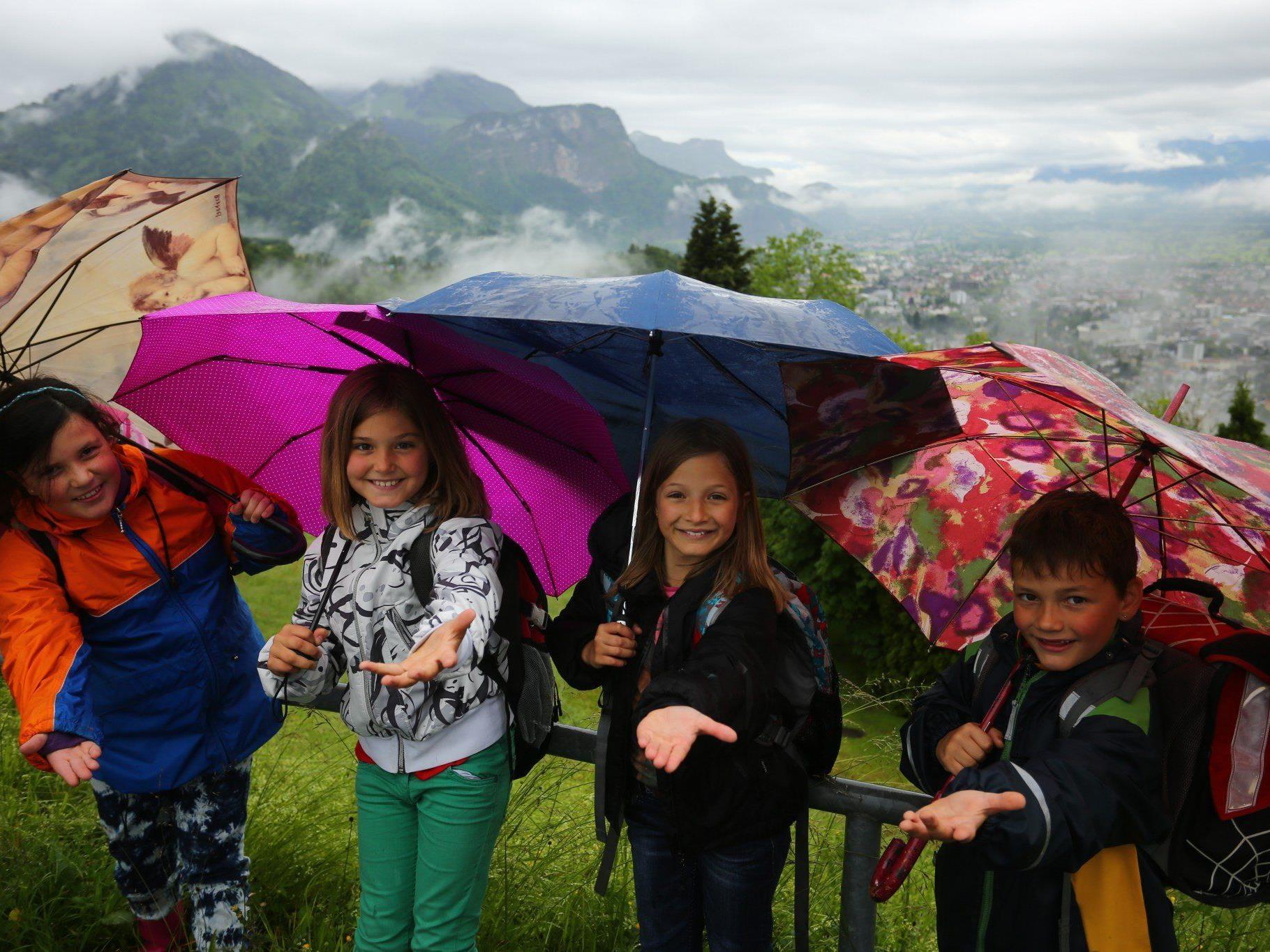 Bis über die Wochenmitte hinaus wird es zahlreiche Regenschauer geben.