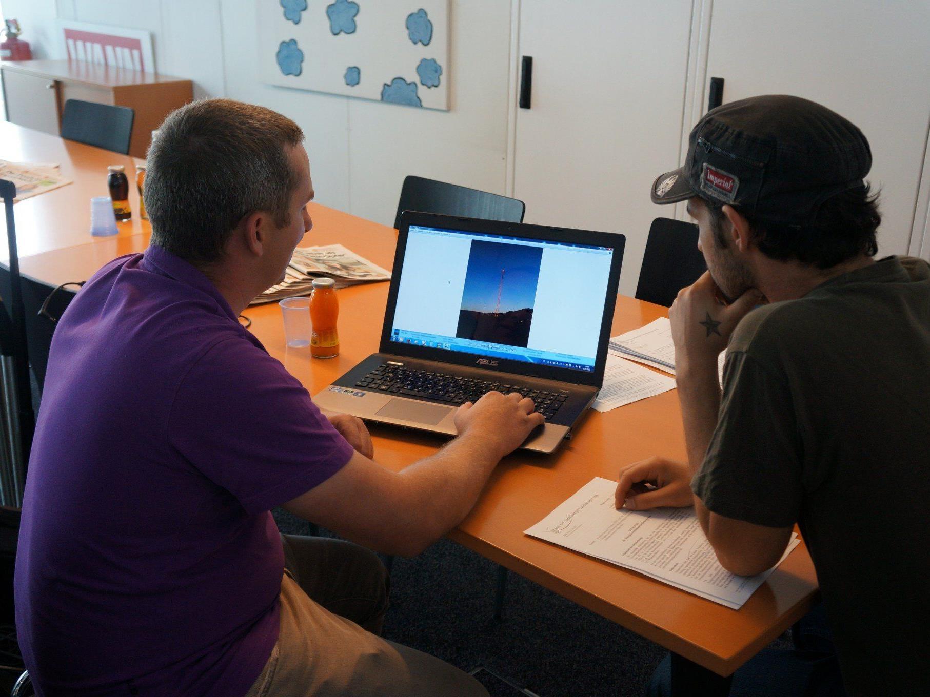 Thomas Fink zeigt WANN & WO seine Pläne für die Kleinwindkraftanlage.
