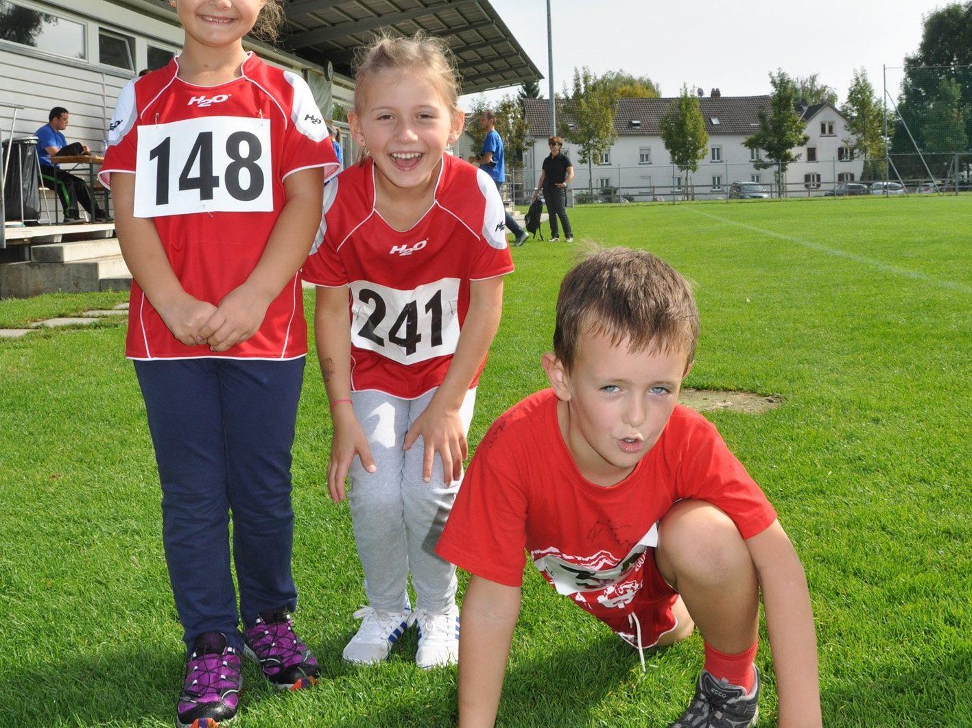 Ana, Hannah und Jonas waren live beim Stundenlauf dabei und unterstützten die gute Sache.