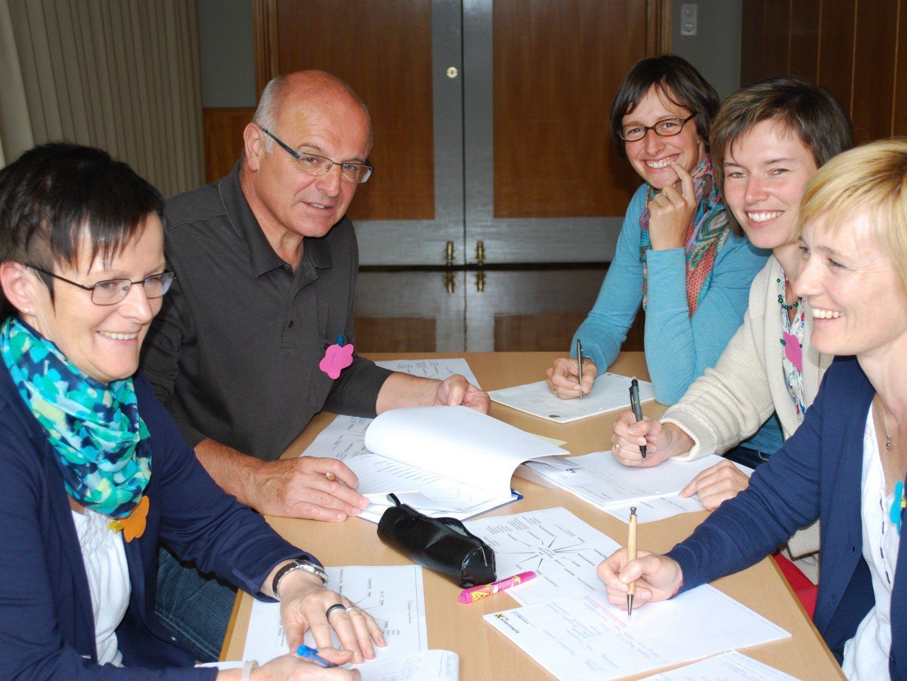 Teilnehmer während einer Gruppenarbeit