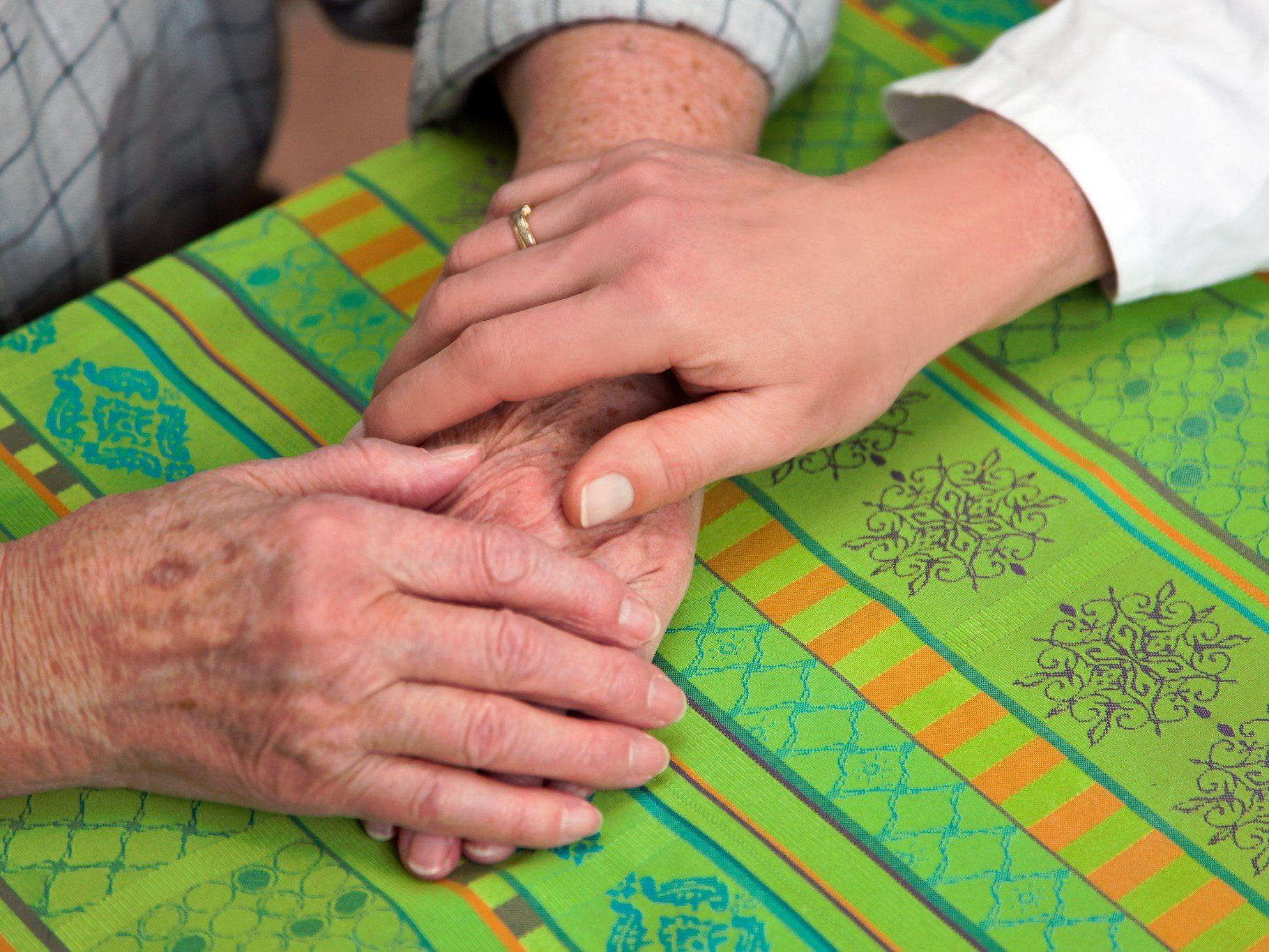 36 Millionen Demenzpatienten weltweit - Bildung und geistige Aktivitäten schützen.