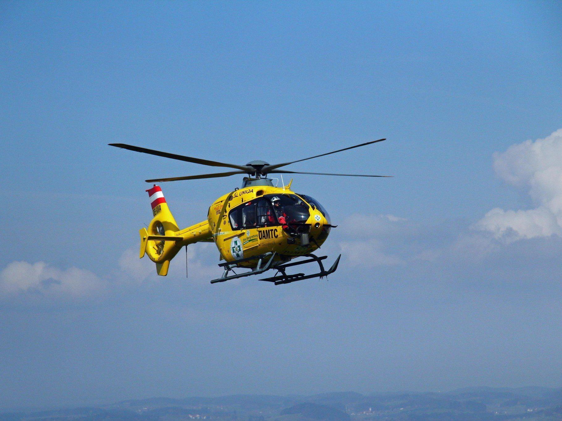 Der abgestürzte Zwanzigjährige musste mittels Tau vom Helikopter geborgen werden.