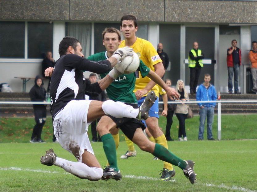 DSV Goalie Göki Hacisalihoglu war bester Akteur auf dem Haselstauder Sportplatz gegen Ried.