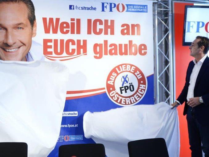 Die FPÖ plakatiert mit neuen Sprüchen.