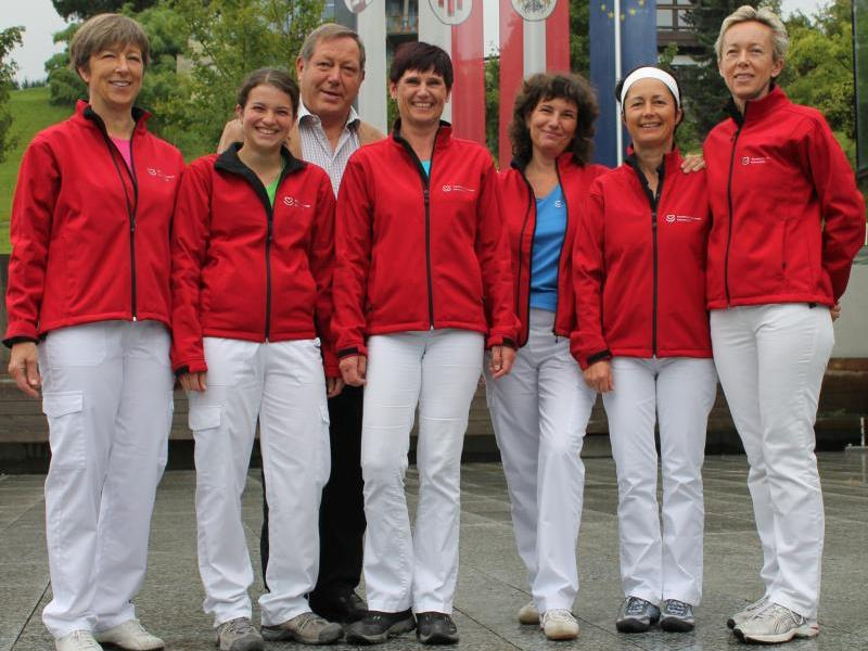 Schwarzachs Obmann Helmut Leite mit dem Pflegeteam Susanne Vonach (Leiterin), Marianne Huber (Stellvertreterin), Ruth Fink, Andrea Flatz, Evelyn Hefel und Cornelia Dünser.