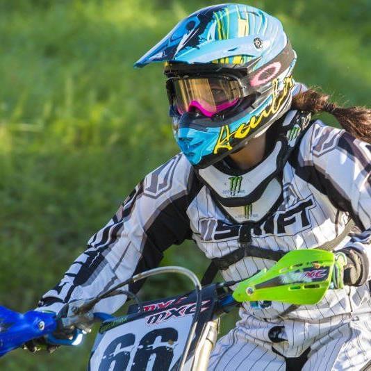 Natalie Fröhles große Leideschaft: Das Motocorssfahren