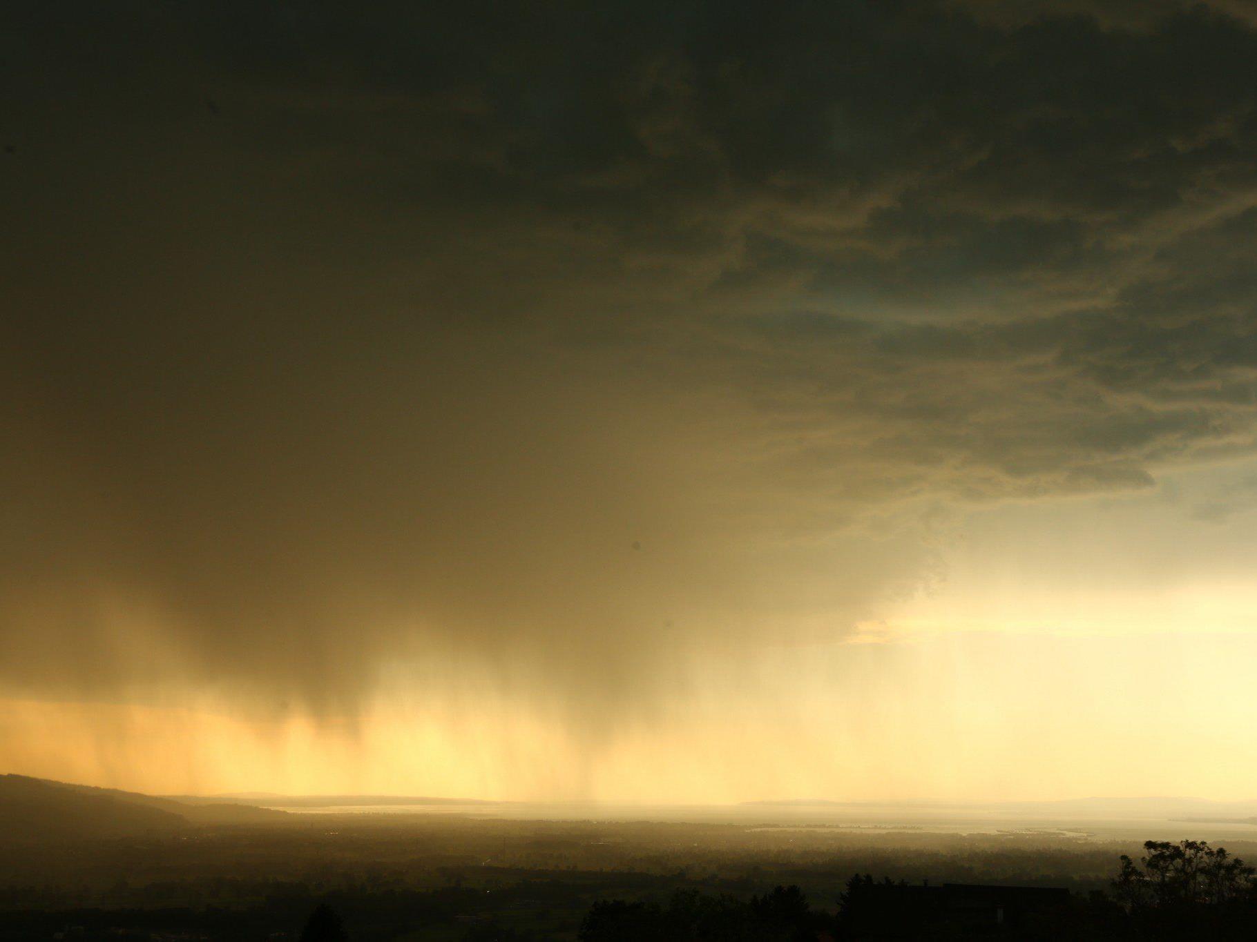 Gewitter, wie hier über Dornbirn, waren eher die Seltenheit.