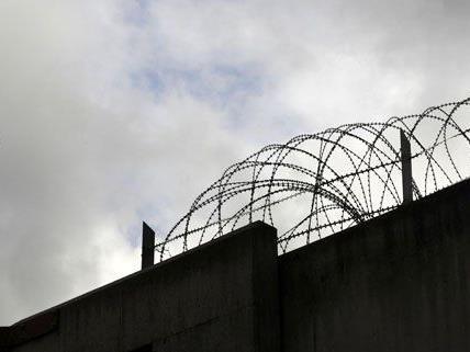 Ein 37-jähriger Häftling entkam in Asten.
