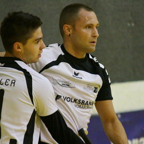 RHC Dornbirn-Spieler Dominque Kaul (r.) traf nach sieben Sekunden gegen Wolfurt ins Schwarze.