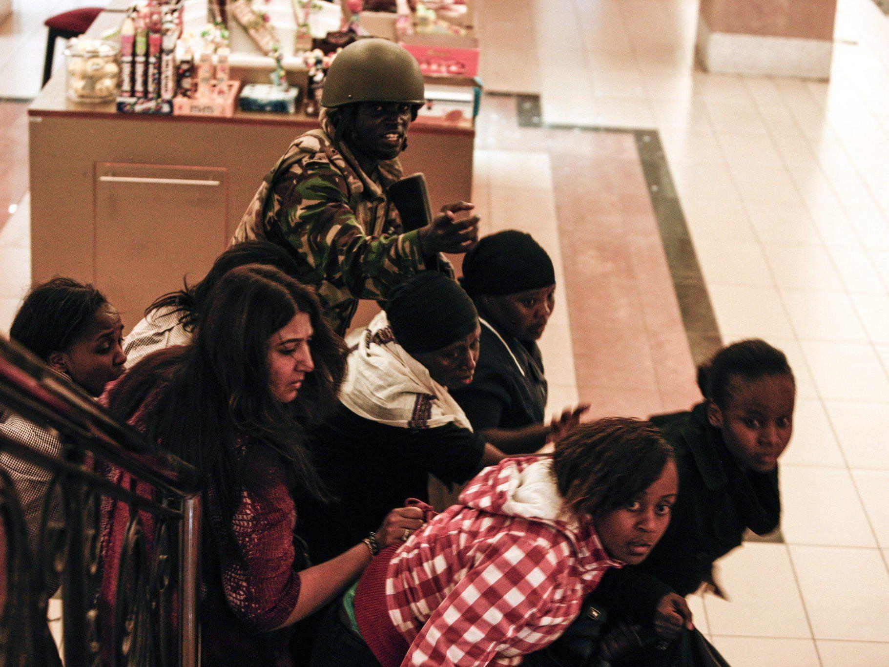 Somalische Al-Shabaab-Miliz bekannte sich zu Blutbad in Shopping Center in Nairobi.