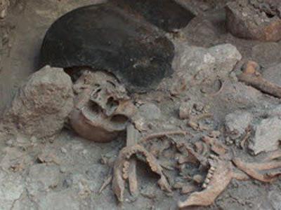 Aufsehen erregender Fund: Wissenschaftler der Uni Bonn entdeckten in einer künstlichen Höhle der früheren Maya-Stadt Uxul die Reste zerstückelter Körper.