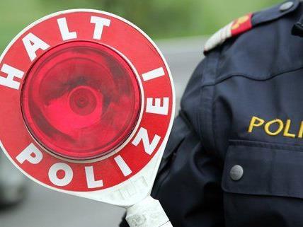Zehnjähriger Radfahrer kollidiert mit Pkw - Polizei sucht Zeugen.