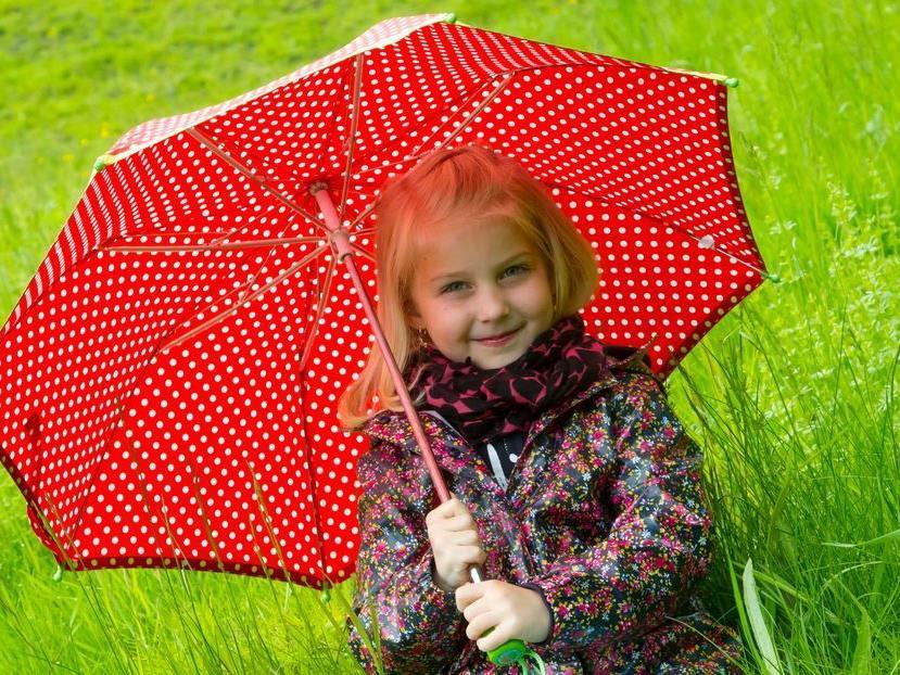 Warm anziehen und Regenschirm nicht vergessen heißt es am Donnerstag in Vorarlberg.