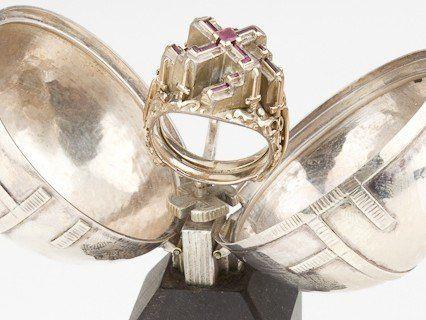"""Das Auktionshaus versichert, dass der """"Führer-Ring"""" echt sei."""