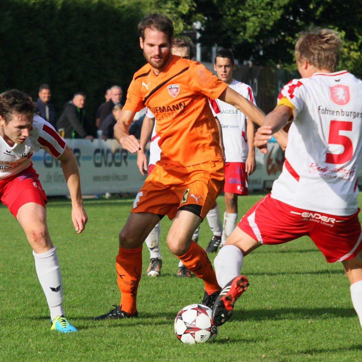 Stefan Knünz (Mitte) schoss im Auswärtsspiel in Rankweil das 2:0 für Bizau.