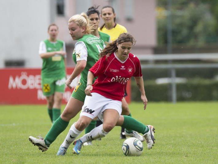 Julia Schnetzer erzielte beim 4:0-Heimsieg einen Doppelpack, Rankweil bleibt die Ländle Nummer eins.