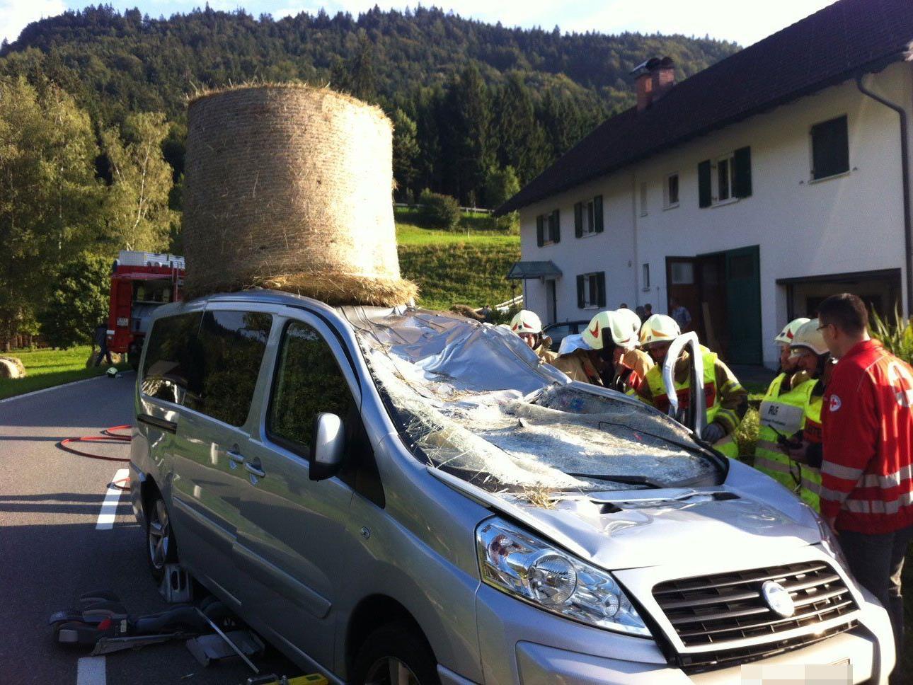 Tödlicher Unfall in Göfis: Für eine Pkw-Lenkerin kam jede Hilfe zu spät.