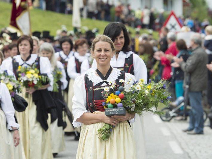 Etwa 1.600 Walserinnen und Walser feierten gemeinsam in Raggal.
